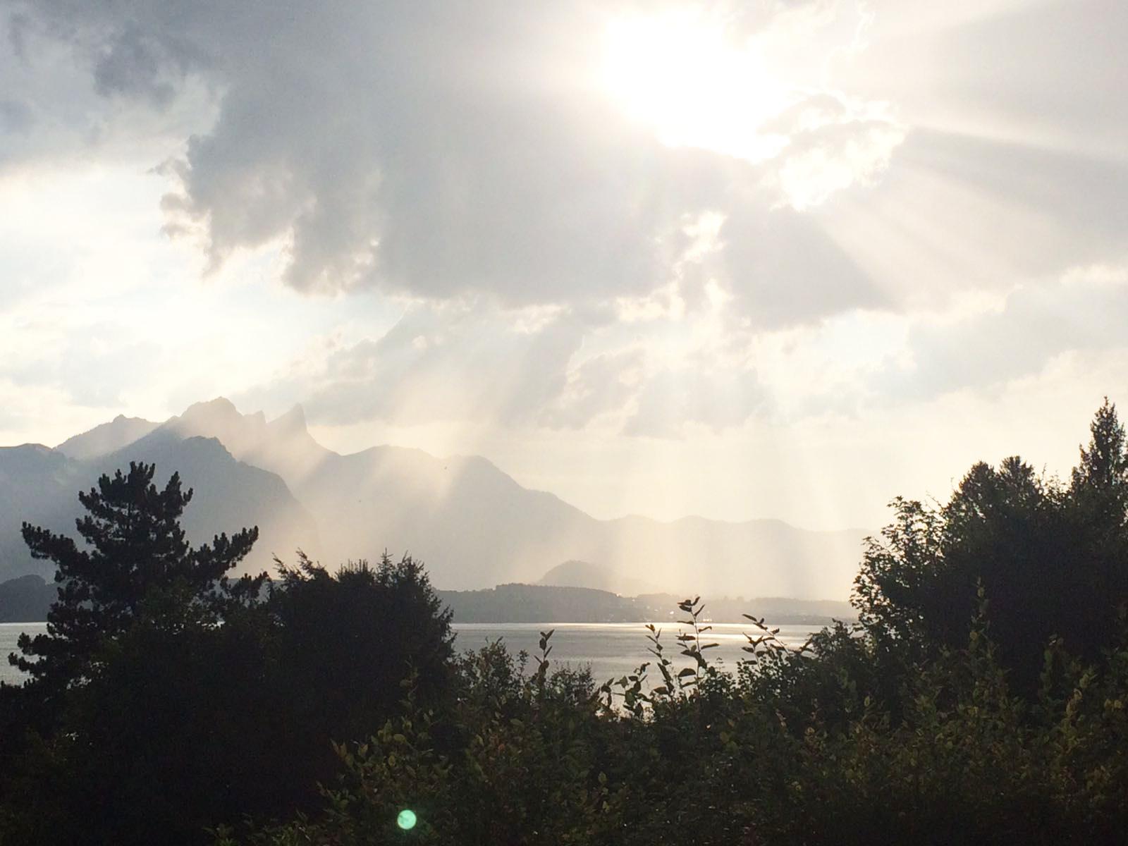 Sonnenstrahlen überm Thunersee